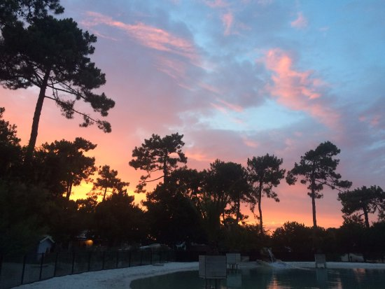 Le Grand-Village-Plage, Frankrig: Lagon et coucher de soleil