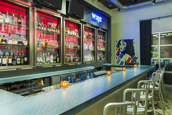 Aloft Tallahassee Downtown: WXYZ Bar