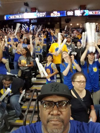 Oracle Arena: Me enjoying the game with the fans