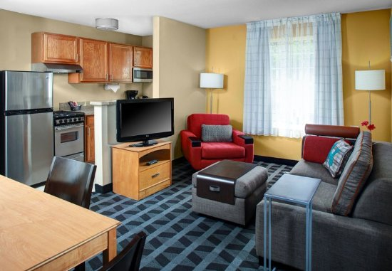 TownePlace Suites Fresno: Two-Bedroom Suite