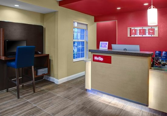 TownePlace Suites Fresno: Front Desk & Business Center
