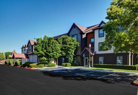 TownePlace Suites Fresno: Exterior