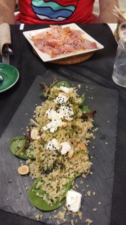 Jijona, Spain: Ensalada de Quinoa y el lacón con puré de patatas