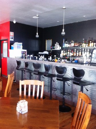 Gerringong, Australia: indoor seating and bar