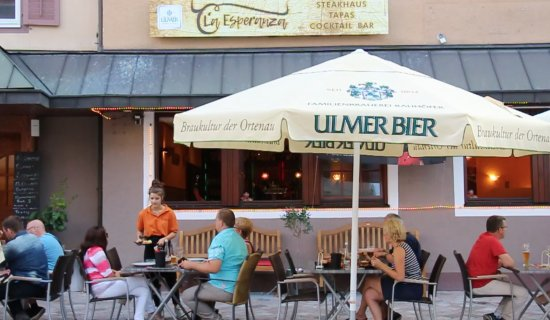 Oberkirch, Germany: Perfect terrace for summer eating