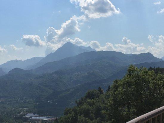 Castelvecchio Pascoli, Italië: vista dal ristorante