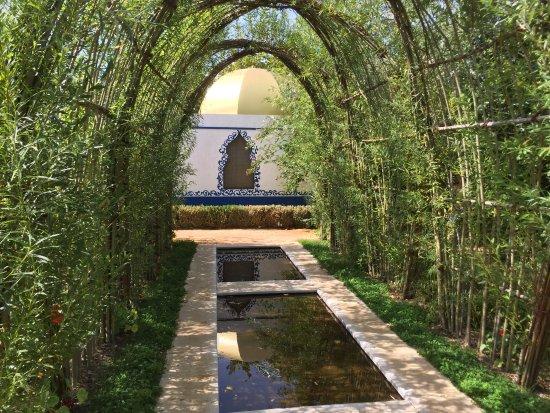 des paysages calmes au sein des jardins photo de saline royale d 39 arc et senans arc et senans. Black Bedroom Furniture Sets. Home Design Ideas