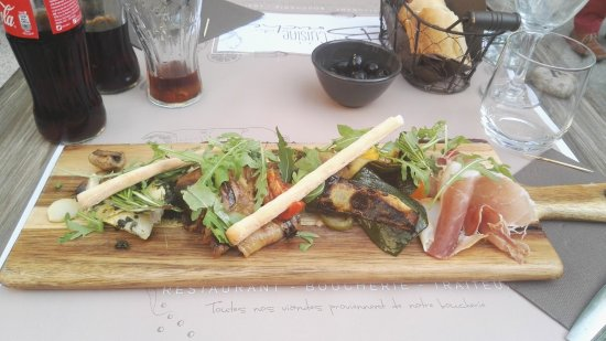 Wandplank Met La.Voorgerecht Plankje Met Vleeswaren En Groentes Picture Of La