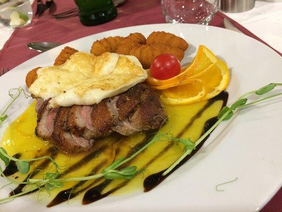 Vecses, Hungría: 24時間営業のレストランで鴨料理