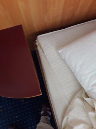 Kurhotel St. George: potargane materac, niezapinająca się pościel, zamiast prześcieradła poszewki