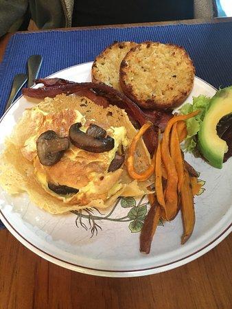 Riverside Inn Bed and Breakfast: Well presented breakfast
