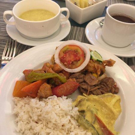 The Avenue Plaza Hotel: breakfast buffet