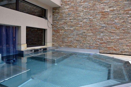 spa design exterieur trendy prix d un spa exterieur prix d un jacuzzi interieur spa design. Black Bedroom Furniture Sets. Home Design Ideas