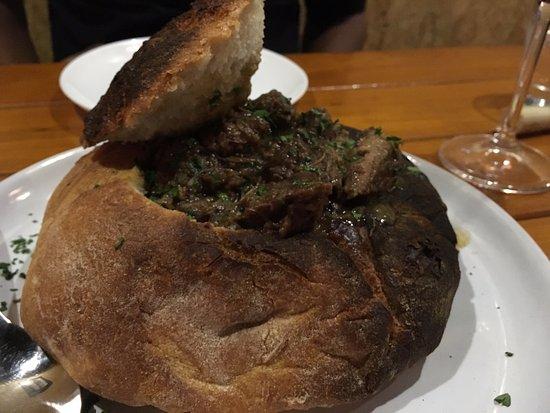 Botequim Sapucai: Carne com especiarias servida na panhoca