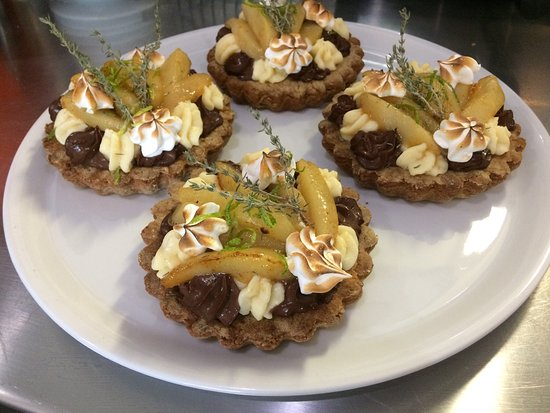 Coustellet, France: Tarte poire chocolat!!!! Un delice😛