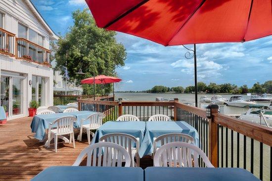 Saint-Marc-sur-Richelieu, Canada: Bar-terrasse de la Marina