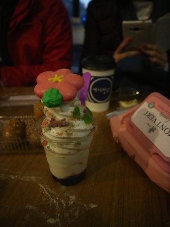 Tongyeong, Zuid-Korea: eskrim mmakaron gratis pemberian dari pemilik cafe
