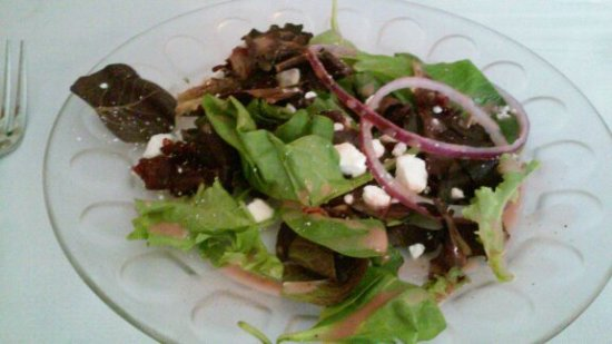 Phoenixville, Pensilvania: mixed greens salad