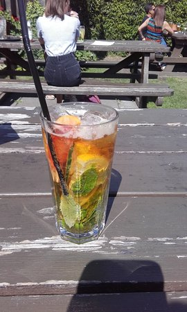 The Farm House Restaurant: Pims O'clock time