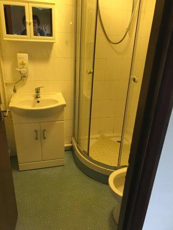 Gulval, UK: Bathroom in bungalow no 22.
