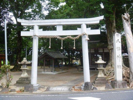 Hino-cho, Japón: 鳥居と寺号標