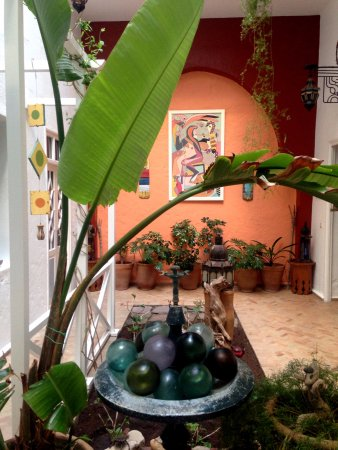 Riad Watier: The welcoming and peaceful ground floor courtyard
