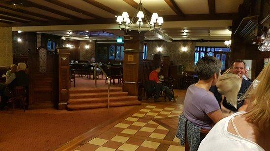 Devon Inn Hotel : 20170808_212314_large.jpg