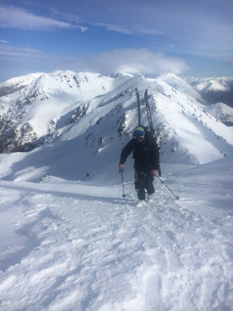 Black Diamond Safaris: Great day of skiing - in spite of rough conditions - at Broken River!
