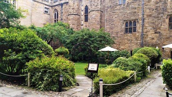 Lumley Castle Hotel: The courtyard garden