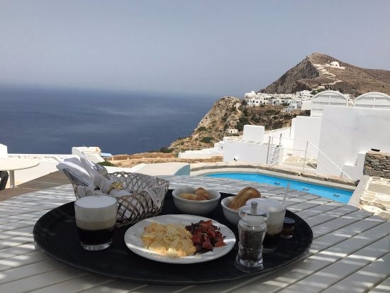 Kifines Suites: Breakfast with a view