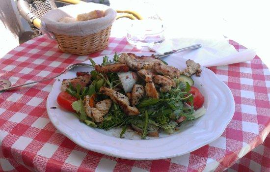 Osteria Blu Notte: Gemischter Salat mit Putenbruststreifen