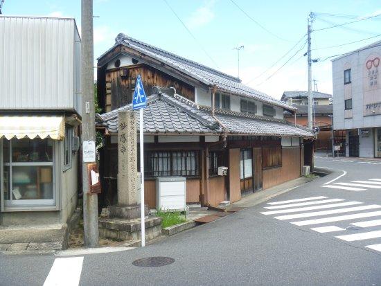 Madenokoji Fujifusa Grave
