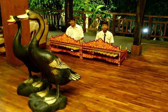 Hotel Puri Bambu: Sale du restaurant