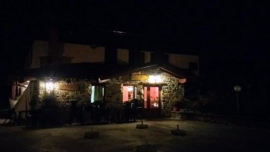 Aviatico, Италия: L'esterno in notturna