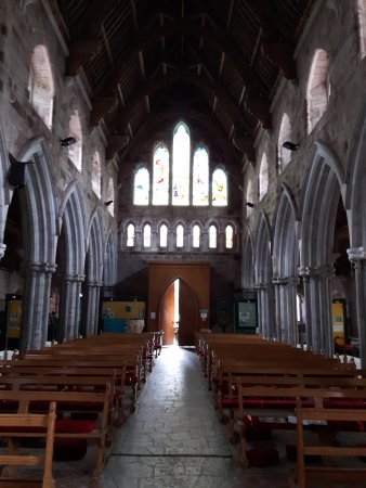 Tuam, Irland: Some of the beautiful stain glass windows present