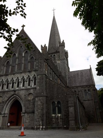 Tuam, Irland: An imposing sight!