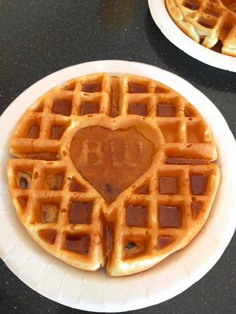 Best Western Eden Prairie Inn: Waffles breakfast option