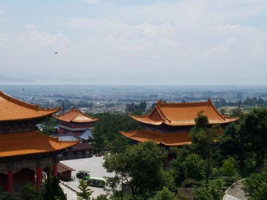 Chongsheng Three Pagodas: 阿嵯耶观音阁からの眺め。奥に見えるのは洱海。