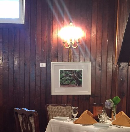 Aiken, Carolina Selatan: Main dining room. Artwork by D.S. Owens on display until 31 October '17.