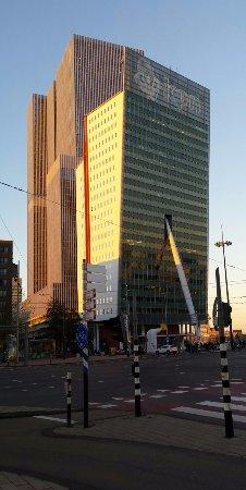 KPN Telecom Building / Toren op Zuid : De Toren op Zuid in het ochtendgloren