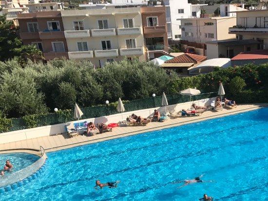 Atrion Resort Hotel: Utsikt från balkongen