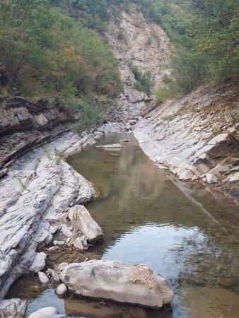 Il letto del fiume foto di cascata del golfarone villa minozzo tripadvisor - Letto di un fiume ...