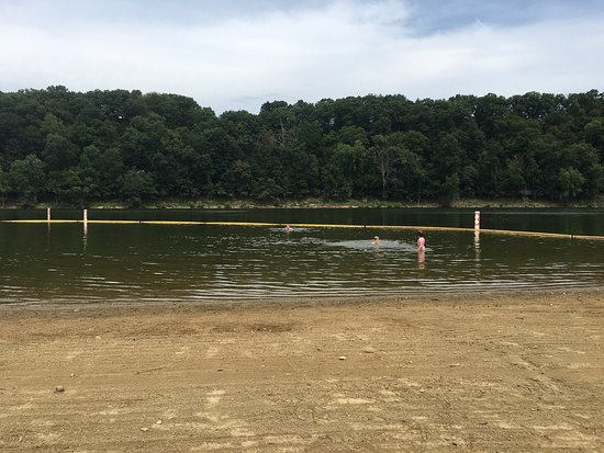 Ford City, PA: Enjoying time with kids at beach !  Crooked creek lake.