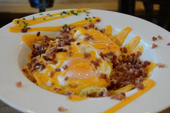 Vinos de Bellota: Huevos Rotos con Salmorejo