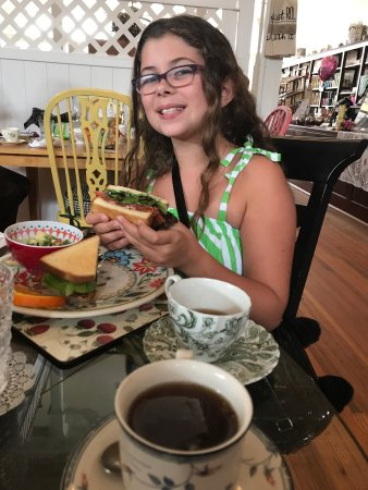 Laura's Tea Room: photo0.jpg