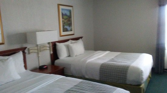 La Quinta Inn & Suites Chicago Gurnee: room