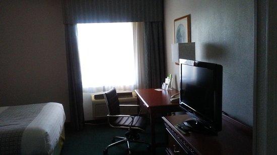 La Quinta Inn & Suites Chicago Gurnee: room