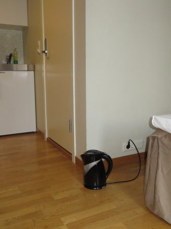 City Living Scholler Hotel & Apartments : Geen stopcontact bij het minikeukentje...