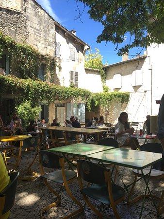 Le jardin des pin up saint remy de provence restaurant for Restaurant le jardin italien