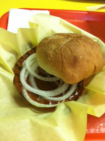 Grand Forks, Canada: Old fashioned hamburger with homemade sauce